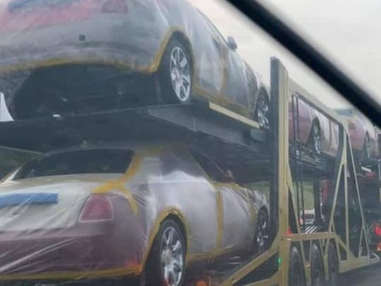 Un Roi africain reçoit sa vingtaine de Rolls-Royce