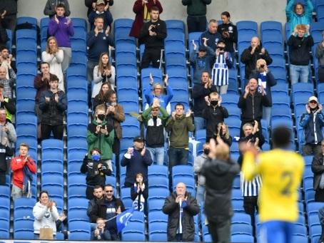 """Angleterre: le retour des fans dans les stades """"mis en pause"""" à cause du coronavirus"""