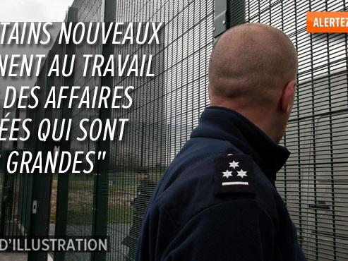 Julien, un gardien du centre fermé de Vottem, dénonce: lui et ses collègues doivent payer eux-mêmes leurs vêtements de travail et sont remboursés plus tard