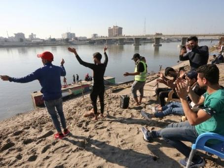 """""""Tahrir Beach"""": à Bagdad, sous les pavés la plage"""