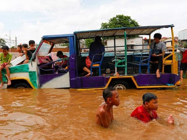 Inondations en Indonésie : au moins 43 morts, des disparus toujours recherchés