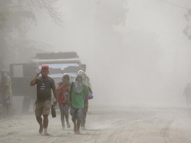 Trois morts et plus de 82.000 personnes évacuées suite l'éruption du volcan Taal aux Philippines