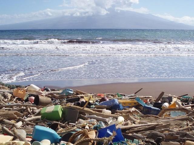 Ce procédé révolutionnaire qui change le plastique en carburant pourrait changer le monde