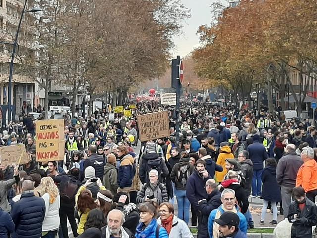 Grève du 5 décembre. 100 000 manifestants à Toulouse selon les syndicats, 33 000 selon la police
