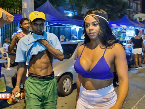 Silicone, musculation et samba: Bianca, reine de carnaval à Rio nous révèle ses secrets (vidéo)