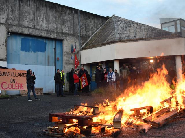 """Prisons: le syndicat majoritaire rejette le projet d'accord, appelant au """"blocage total"""" lundi 22 janvier"""