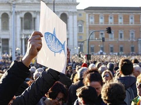 Italie : Des dizaines de milliers de «sardines» antifascistes défilent à Rome