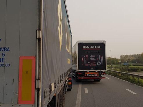 Trois camions et une voiture impliqués dans un accident: la E19 est fermée à Quaregnon