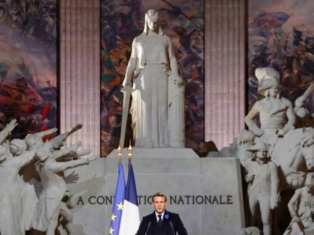 """""""La République ne déboulonne pas de statues"""", disait Macron, mais c'est plus compliqué"""