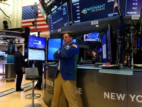 Wall Street ouvre en hausse, surfant sur un accord Etats-Unis - Mexique