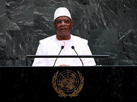 """Le président malien appelle à """"l'union sacrée"""" car l'avenir du pays est """"en jeu"""""""