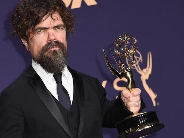 La star de Game of Thrones, Peter Dinklage, établit un record aux Emmy Awards !