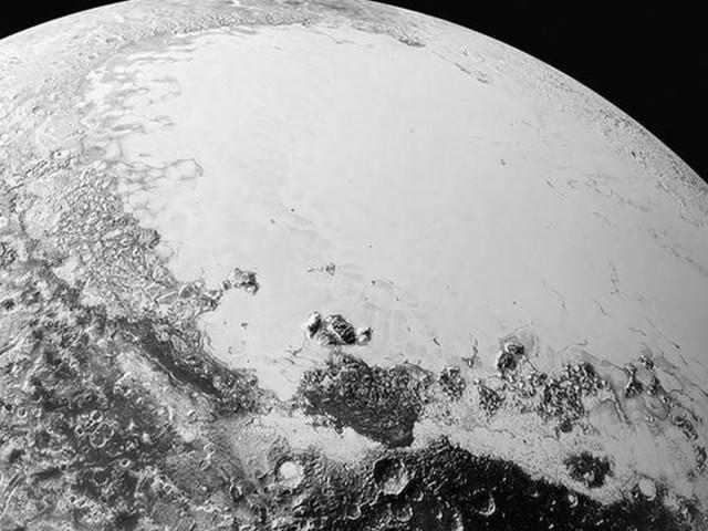 Des scientifiques suggèrent la présence d'un océan sous Pluton