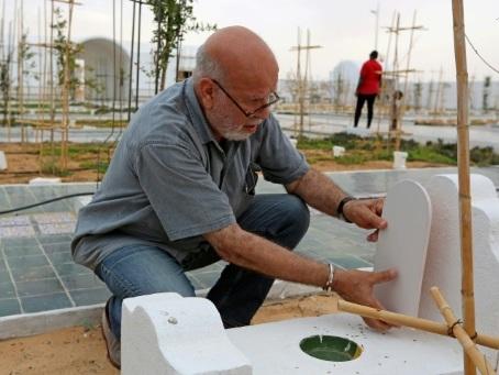 """En Tunisie, un cimetière-jardin pour les migrants, """"damnés de la mer"""""""