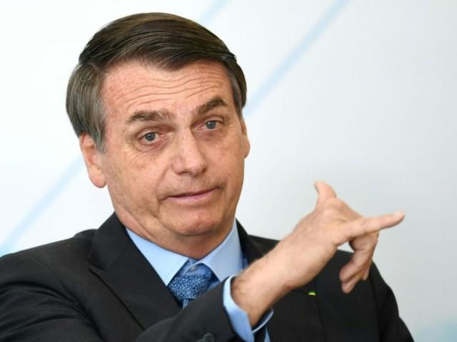 """Bolsonaro déclare que les Argentins retirent """"en masse"""" leur argent des banques"""