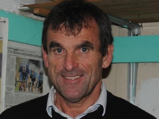 Le directeur sportif rejoint Paris Cycliste Olympique - L'Angervillois Guy Gallopin, professionnel de 1981 à 1987, avait signé au VS Chartres en 2016. Il avait de grandes ambitions avec son nouveau club : un Top 5 en DN2 cette saison, et la DN1 à terme. L'homme a fait valoir ses droits à la retraite le 31 mai dernier. Mais il n'arrête pas pour autant ses fonctions dans le vélo. Celui qui avait été directeur sportif chez Auber 93 de 2007 à 2015, rebondit au PCO (DN3). - (Isabelle HERVE - L'Echo Républicain)