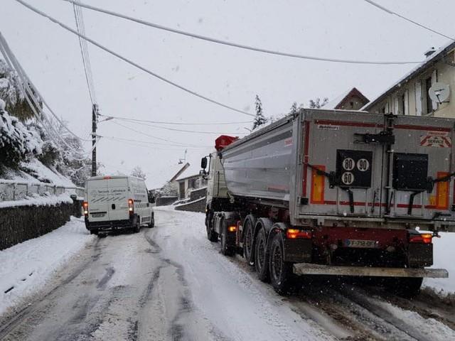 Chutes d'arbres et circulation compliquée : il neige en Franche-Comté et en Lorraine