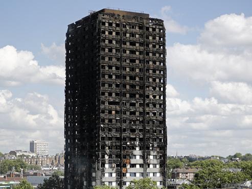Tour infernale à Londres: au moins 30 morts, une première victime nommée
