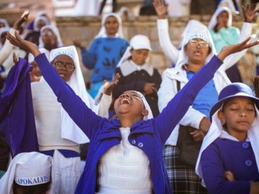 A Madagascar, les églises évangéliques promettent le paradis sur terre