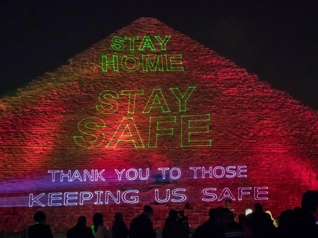 Coronvirus: En Egypte, la Grande pyramide de Guizeh a un message à faire passer
