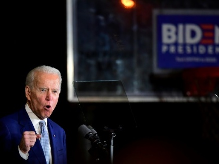 Primaires démocrates: à nouveau favori, Biden s'installe dans un long duel avec Sanders