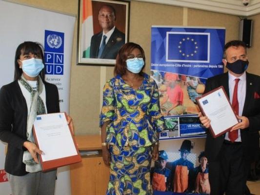 Signature à Abidjan d'une contribution de financement pour l'efficacité des politiques publiques