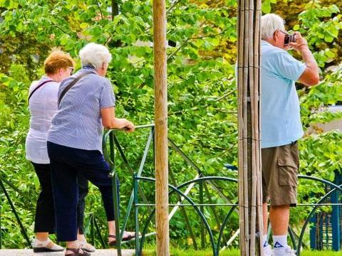 Réforme des retraites: Les seniors devront tenir jusqu'à l'âge-pivot à 64 ans, mais le pourront-ils?
