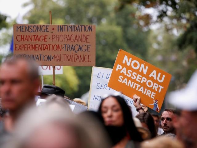"""France: La mobilisation faiblit contre le """"pass sanitaire"""""""