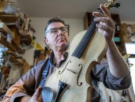 Le Brexit va-t-il faire taire les violons d'un luthier nord-irlandais?