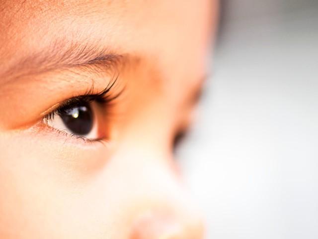 Comment apprendre aux enfants à ne pas fixer du regard les personnes physiquement différentes