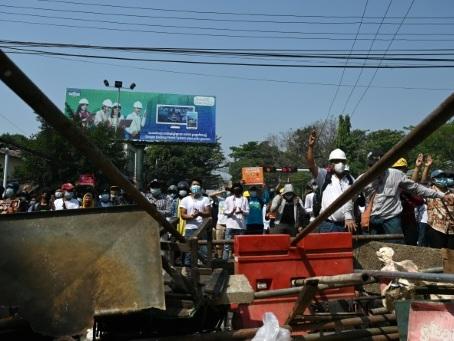 Birmanie: des manifestations violemment dispersées, trois morts selon des médias