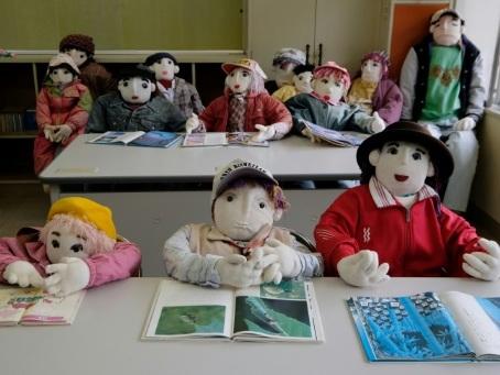 Des poupées contre la solitude dans un village japonais dépeuplé