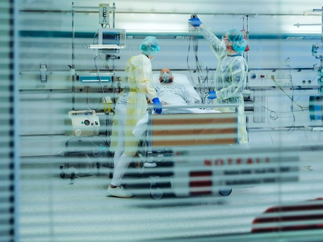 Les cas de COVID-19 ont triplé chez les travailleurs de la santé depuis l'été