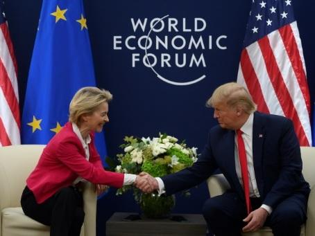 Commerce: à Davos, les Américains repartent à l'assaut de l'Europe