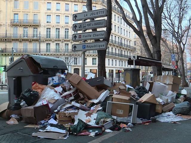 Déchets : Marseille et ses poubelles, à jamais un enfer