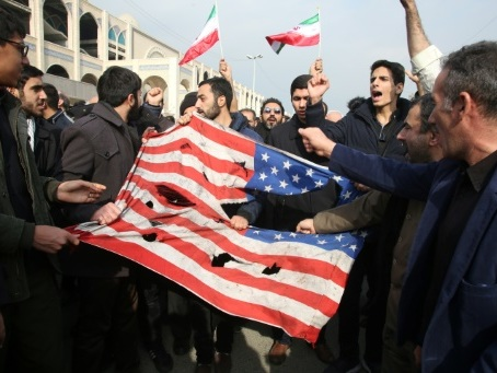 Mort de Soleimani: des dizaines de milliers de manifestants à Téhéran contre Washington