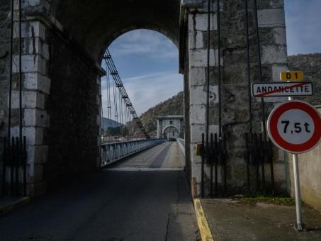 Entre Drôme et Ardèche, ce pont qui inquiète les riverains