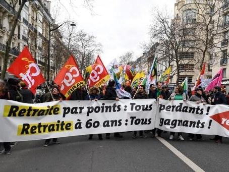 Des milliers de personnes manifestent à Paris contre le projet de réforme des retraites