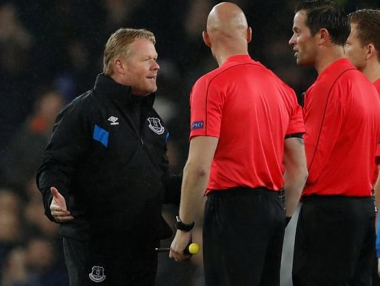 Foot - WTF - Bas Nijhuis, l'arbitre d'Everton-Lyon, chambre Ronald Koeman