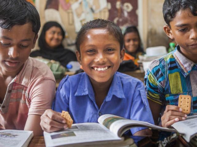 Soutenu par Mastercard, le Programme Alimentaire Mondial (PAM) a trouvé la solution pour combattre l'absentéisme dans les écoles : les repas scolaires !