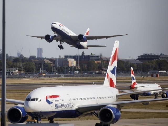 Le transport aérien à l'index pour la surcharge en carburant, une pratique plus rentable mais plus polluante