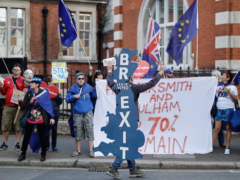 En pleine impasse sur le Brexit, le Royaume-Uni lance le vote des élections européennes