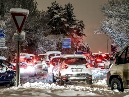 Tempête Gabriel: les transports se préparent à faire face à la neige
