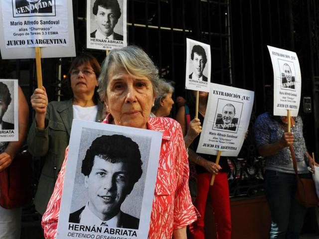 La France va extrader un ex-policier argentin accusé par Buenos Aires de crimes contre l'Humanité