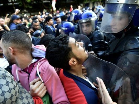 Algérie: nouvelle manifestation massive à Alger à la veille de la présidentielle