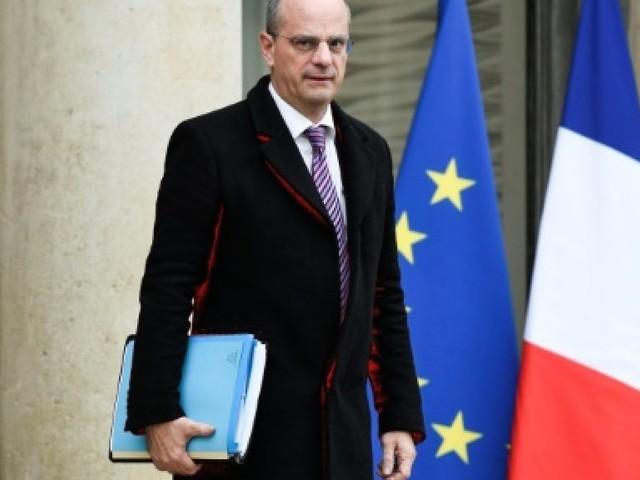 """Blanquer voit """"de la récupération politique"""" dans les louanges de Le Pen"""