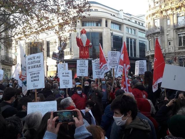 EN IMAGES - Un millier de manifestants à Nancy contre la loi de sécurité globale
