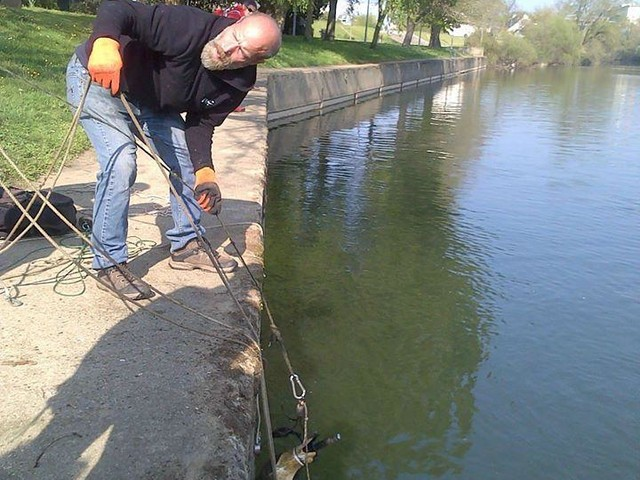 VIDEOS. Pêche à l'aimant en Sarthe : ils dépolluent mais sont hors-la-loi