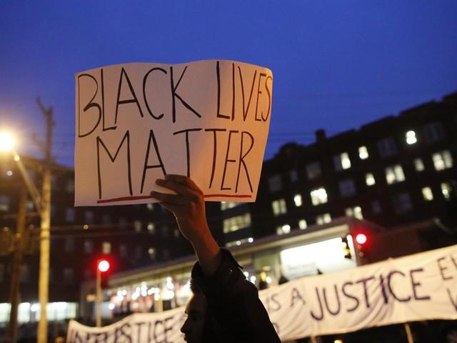 Etats-Uni : cinq ans après les révoltes de Ferguson, le père de Michael Brown veut rouvrir l'enquête