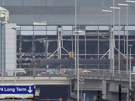Belgique: Salah Abdeslam inculpé dans le dossier des attentats de Bruxelles